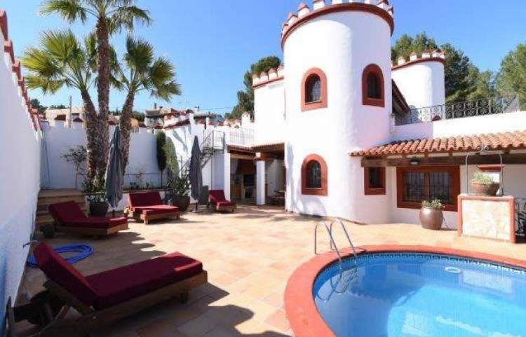 5 BEDROOMS ST. EULALIA WEEKLY RENT